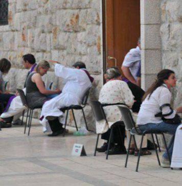 Confessioni a Medjugorje all'aperto