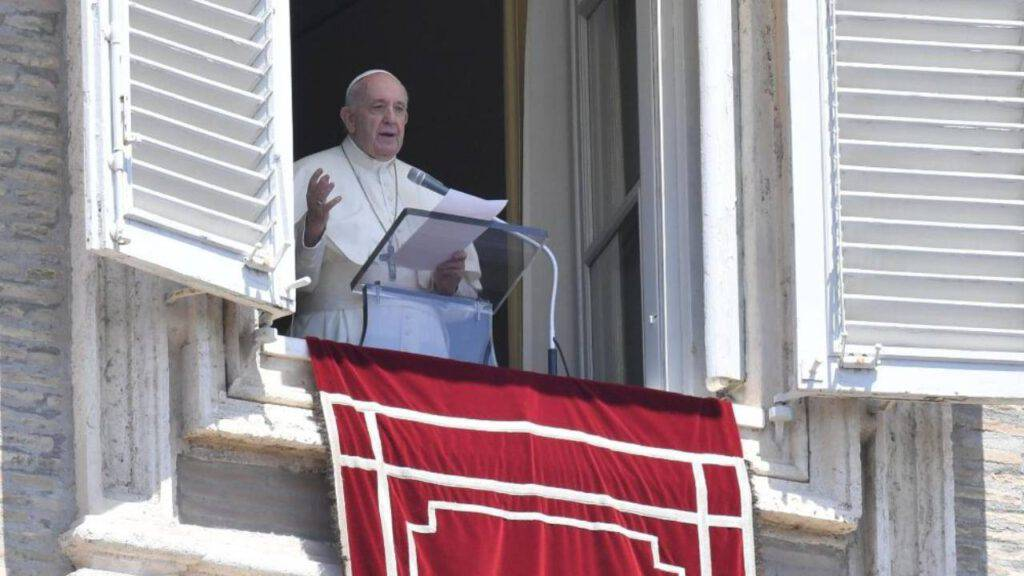 papa san pietro balcone