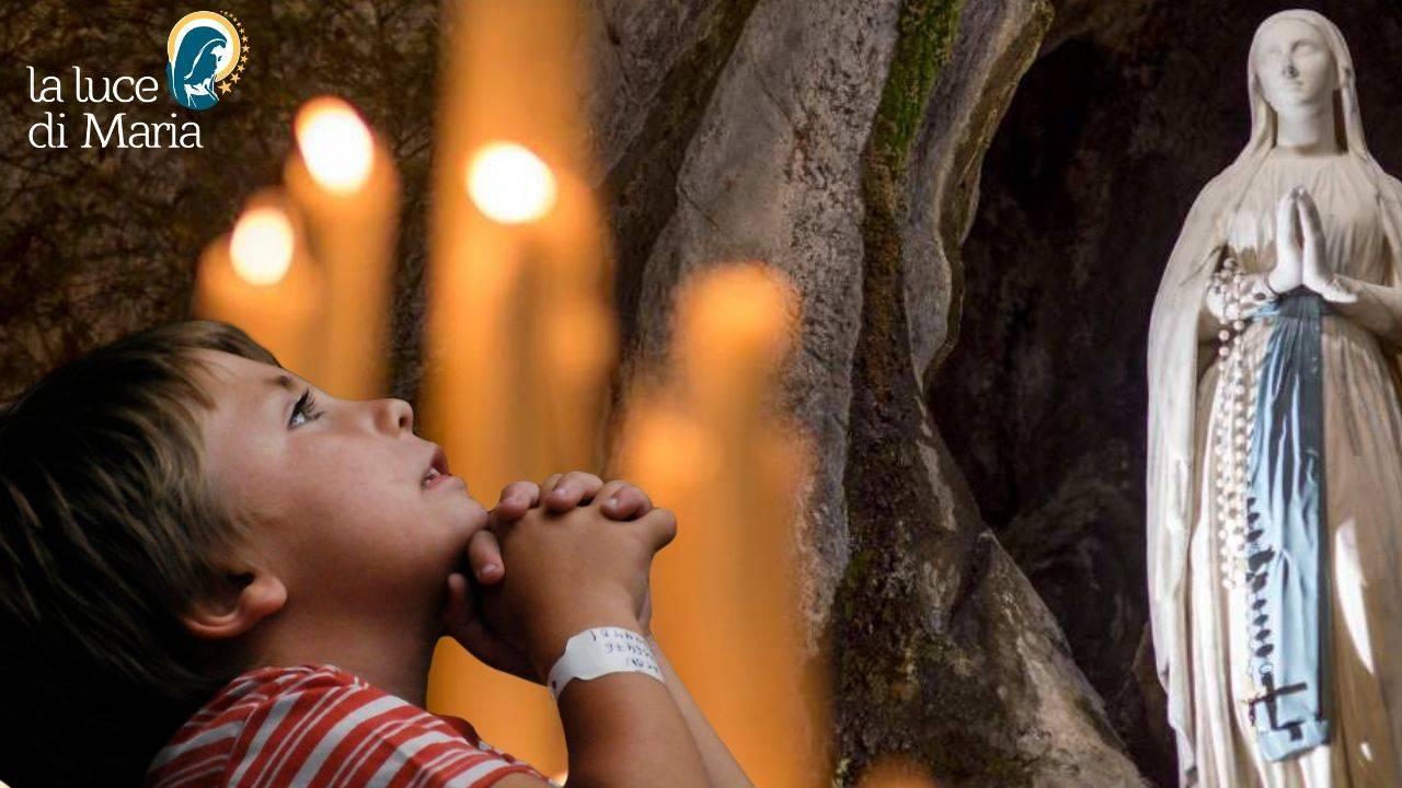 Bambino preghiera Madonna di Lourdes