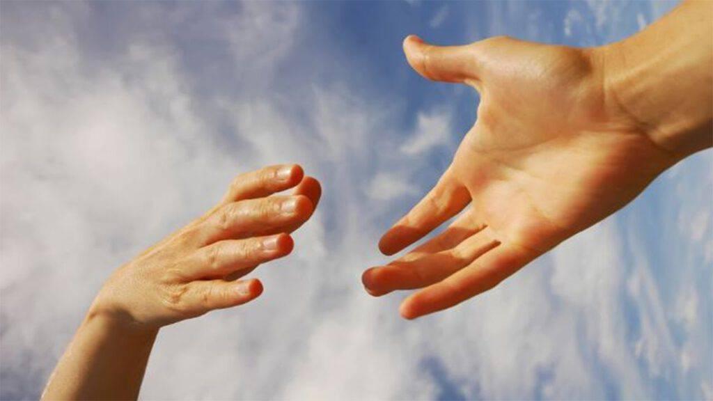 aiuto mani fraterne
