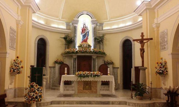 Interno del Santuario di Santa Maria a Mare a Castellabate