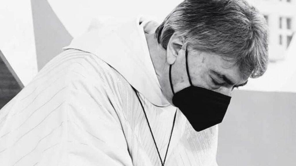 Samuele morto a soli 4 anni: il vescovo in lacrime davanti alla piccola bara bianca