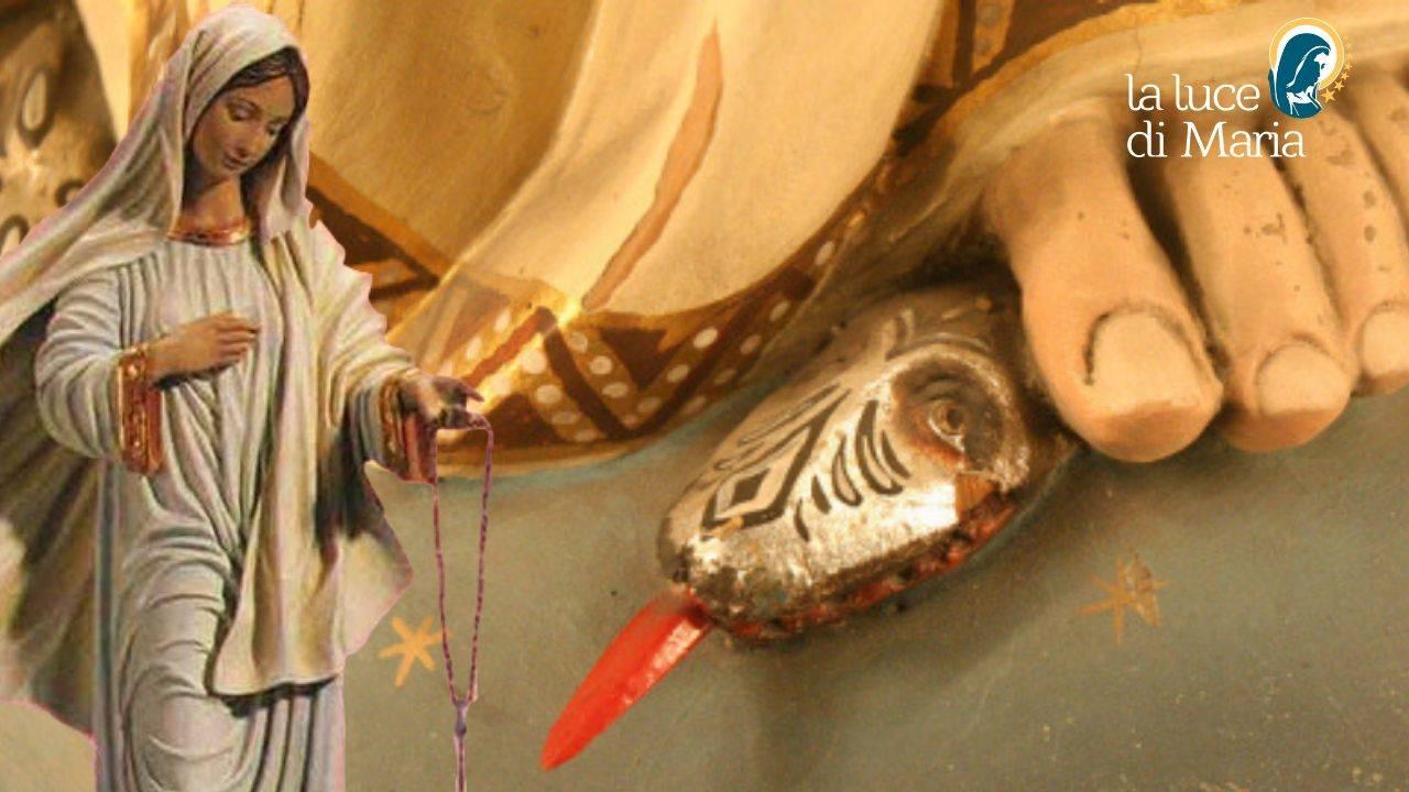 Maria Santissima schiaccia la testa del demonio sotto il piede