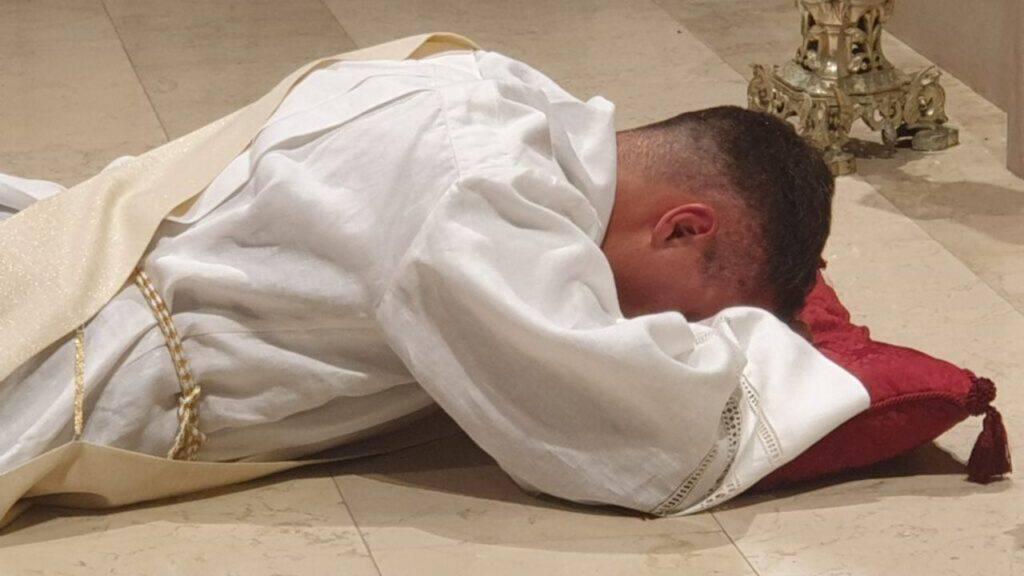 Diventa sacerdote a 26 anni e lancia un messaggio a tutti i giovani