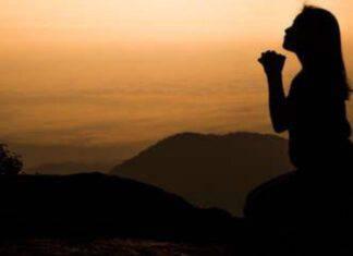donna che prega
