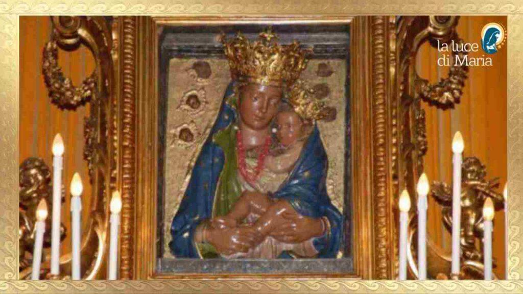 Preghiamo oggi 22 ottobre la Madonna della Neve che ferma l'eruzione del Vesuvio