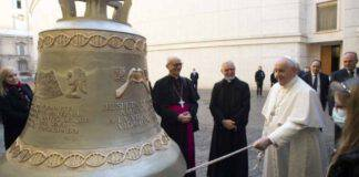 il papa e la campana