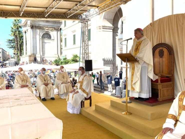 Monsignor Battaglia a Pompei
