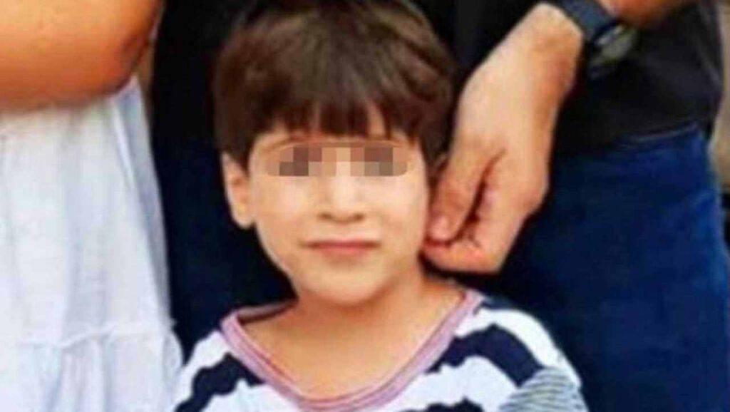 Dopo il rapimento, torna a casa il bimbo sopravvissuto alla tragedia che ha scosso l'Italia