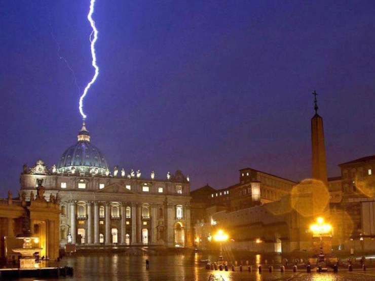 vaticano-fulmine